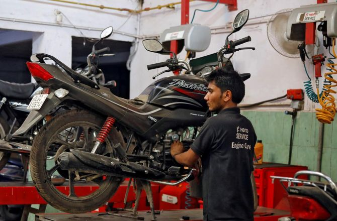 Two-wheelers worst hit as automobile sales drop in May