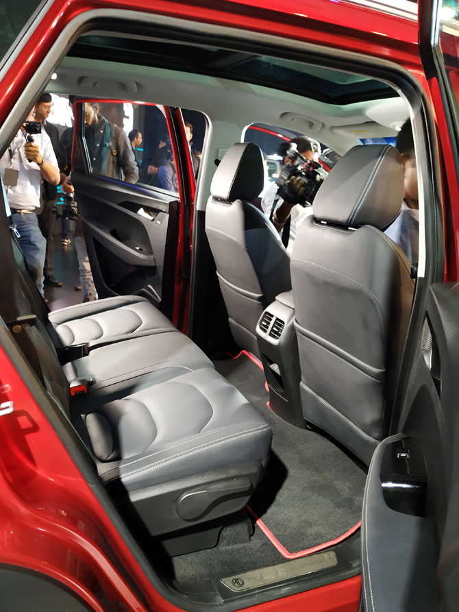 M G Hector rear seat