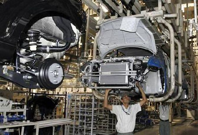 Car majors suspend manufacturing operations