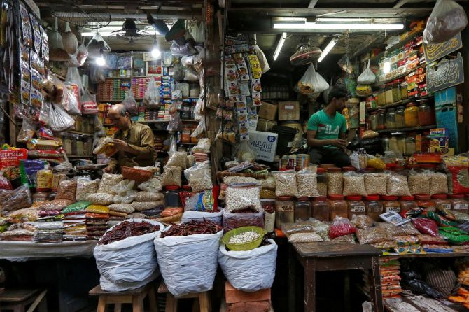 Wholesale inflation eases to over 3-year low in Sep