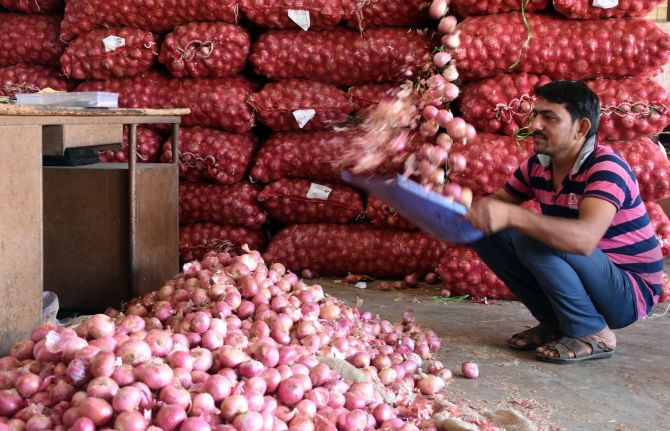 At Rs 60 a kg, onion makes Mumbai cry