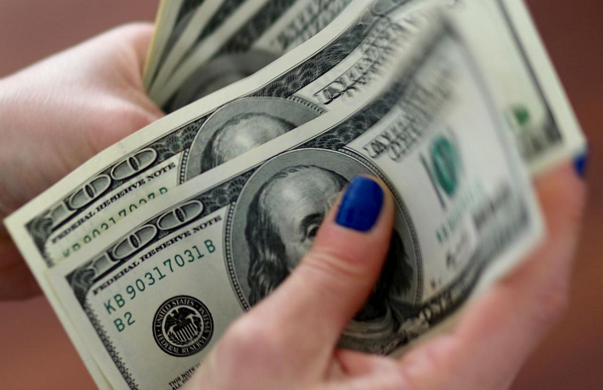 Forex reserves cross $600 bn mark for first time