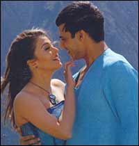 Aishwarya Rai and Vivek Oberoi in KHGN