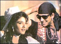 Raveena Tandon and Akshay Kumar in Mohra