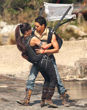 Shruti Hassan, Imran Khan in the scene from Luck