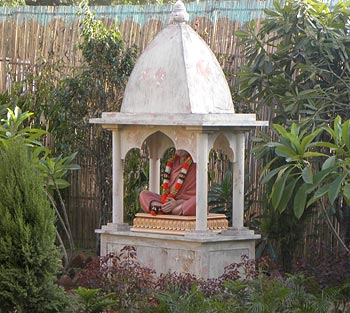 A statute located inside Hari Mandir Ashram