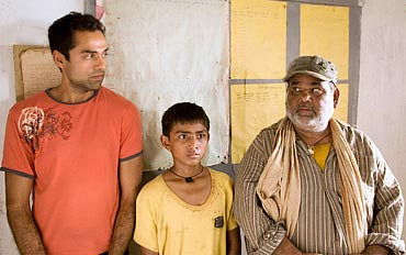 Abhay Deol, Mohammed Faisal and Satish Kaushik in Road, Movie
