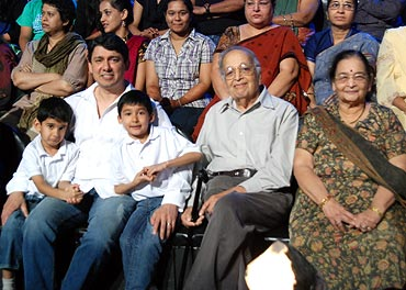 Madhuri's sons with their father Sriram Nene, and Madhuri's parents, on the sets of JDJ