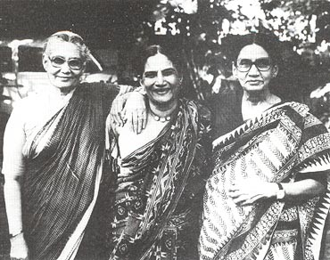 Shaukat Azmi with her sisters Liaqat and Riasat Khanam