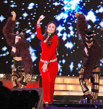 Kareena Kapoor performs