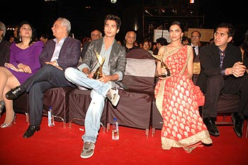 Kiran Juneja, Ramesh Sippy, Shahid Kapoor, Deepika Padukone and Rock On producer Ritesh Sidhwani
