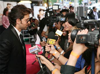 Hrithik Roshan greets his fans