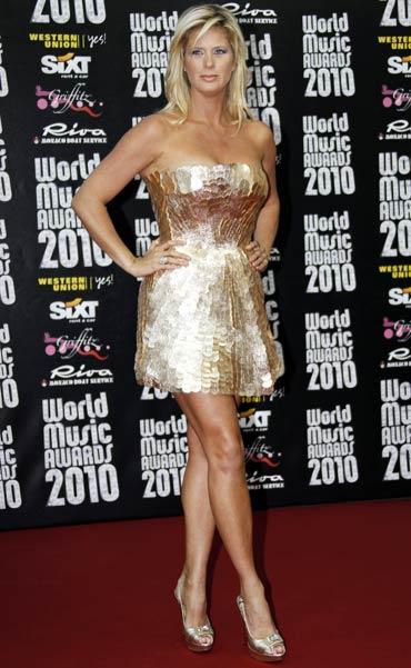 Jlo Paris Hilton Add Glam To World Music Awards Rediff