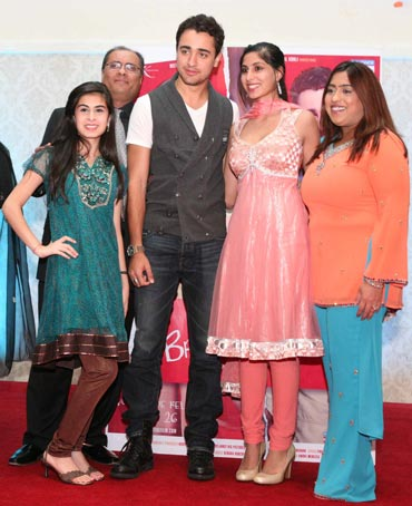 Imran Khan poses with fans at a meet and greet event in New Jersey