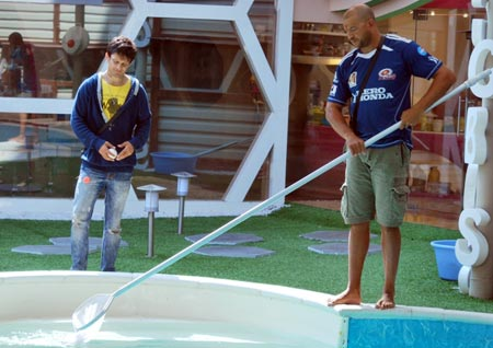 Andrew Symonds with the housemates