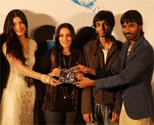 Shruti Hasaan. Ashwariya Rajnikanth, Anirudh and Dhanush at the music launch