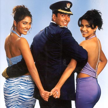 Lara Dutta, Akshay Kumar and Priyanka Chopra in Andaaz