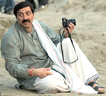Sunny Deol shoots on the sets of Mohalla Assi