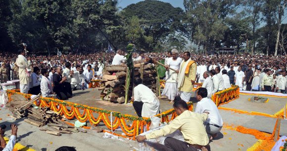 Son Tez Hazarika performs the last rites