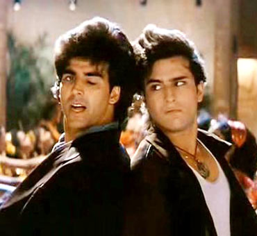 A still from Main Khiladi Tu Anari