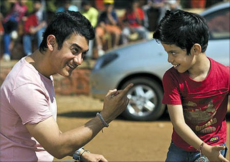 Aamir Khan and Darsheel Safari in Taare Zameen Par