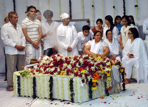Manisha Koirala with Neerja and other mourners
