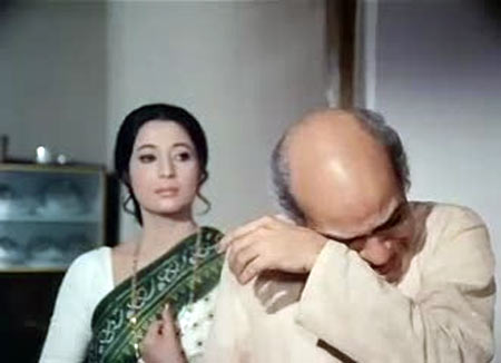 A K Hangal and Suchitra Sen in Aandhi