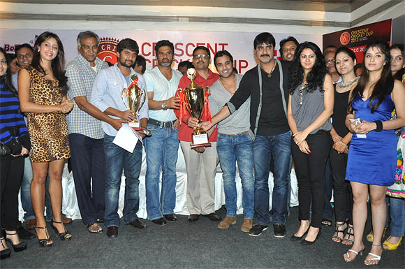 Suneil Shetty with his team