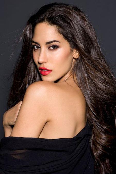 PIX: Meet The Sexy Item Girl in Agent Vinod - Rediff.com