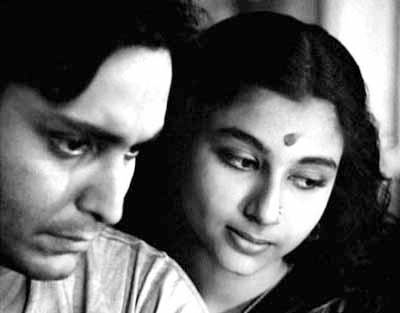 Soumitra Chatterjee and Sharmila Tagore in Apu Sansar