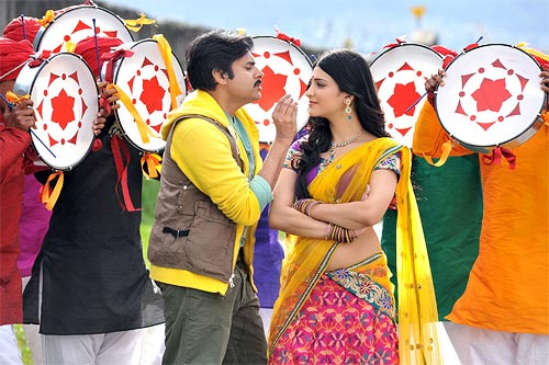 Pawan Kalyan and Shruti Haasan in Gabbar Singh