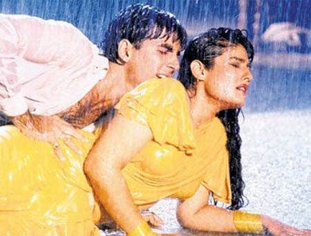 Akshay Kumar and Raveena Tandon in Mohra