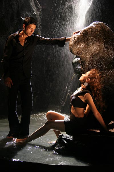 Mohit Ahlawat and Nisha Kothari in James