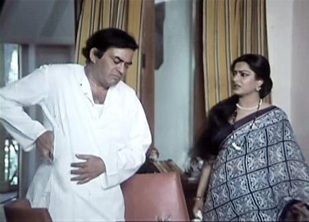 Sanjeev Kumar and Moushmi Chatterjee in Angoor