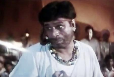 Kader Khan in Hum