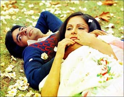 Amitabh Bachchan and Rakhee in Kabhie Kabhi