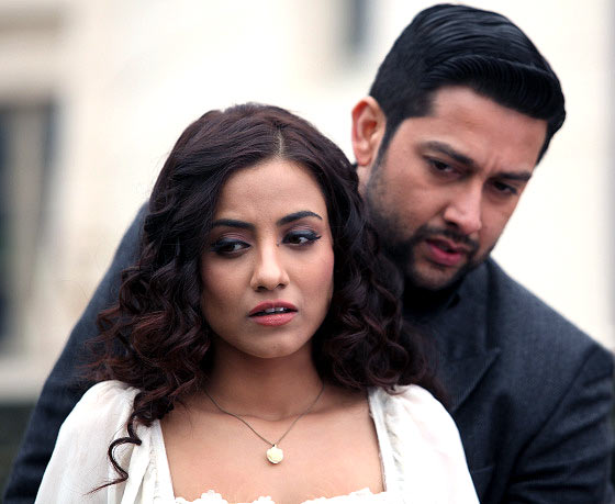 Tia Bajpai and Aftab Shivdasani in 1920 Evil Returns