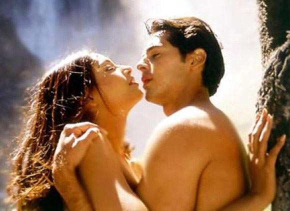 Malini Sharma and Dino Morea in Raaz
