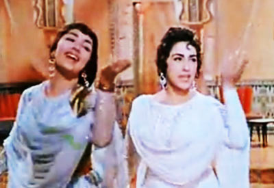 Sadhna and Nimmi in Mere Mehboob