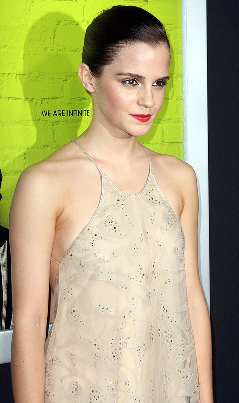 Emma Watsons Near Slip At Movie Premiere - Rediffcom Movies-7488