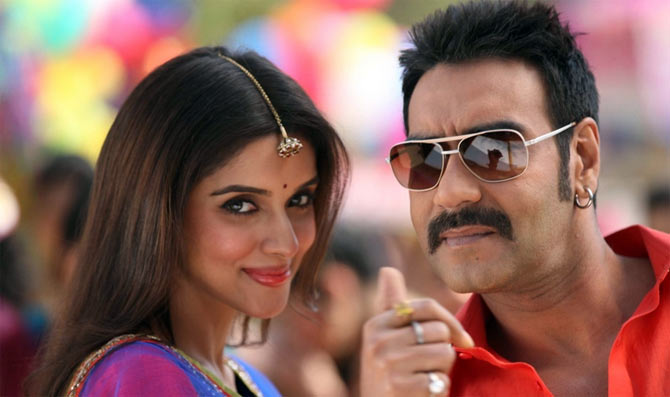 Asin and Ajay Devgn in Bol Bachchan