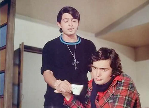 Rakesh Raushan and Rishi Kapoor in Khel Khel Mein