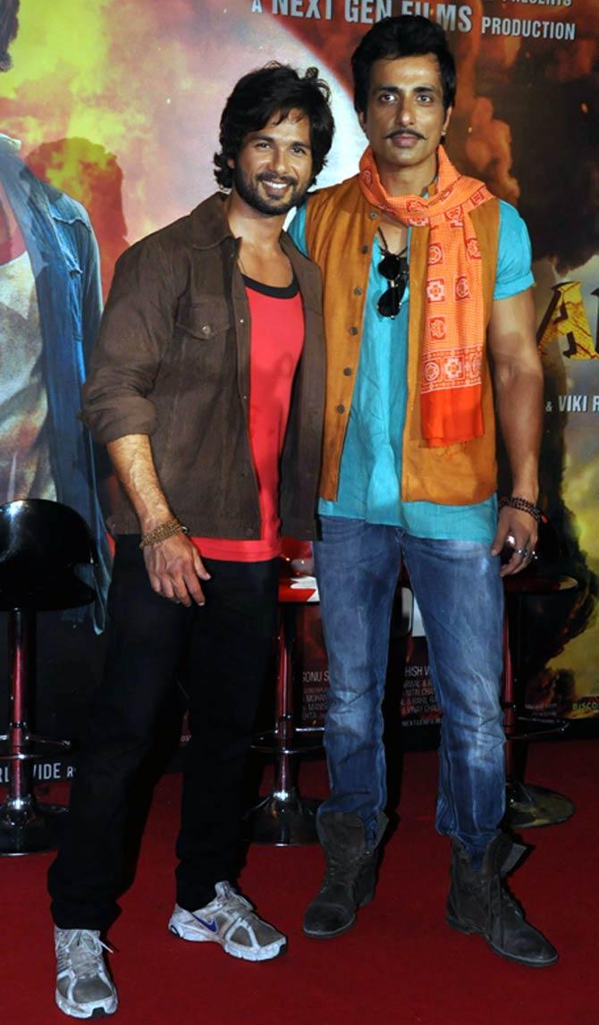 Sonu Sood with Shahid Kapoor during R... Rajkumar promotions
