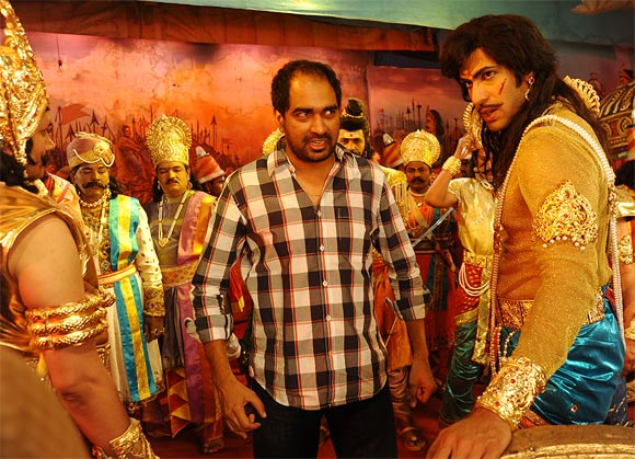 Krish Jagarlamudi explains a scene of Krishnam Vande Jagadgurum