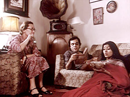 Jennifer Kendel, Dhritiman Chatterjee and Debashree Roy in 36 Chowringee Lane