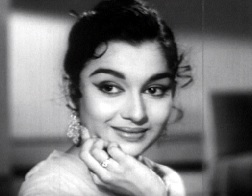 Asha Parekh in Jab Pyar Kissise Hota Hai