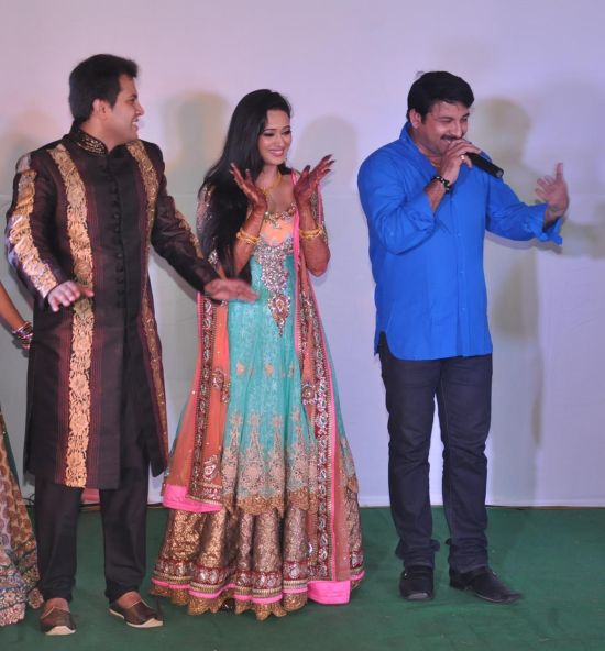 Manoj Tiwari with Shweta Tiwari and Abhinav Kohli