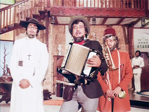 Rishi Kapoor with Amitabh Bachchan and Vinod Khanna in Amar Akbar Anthony