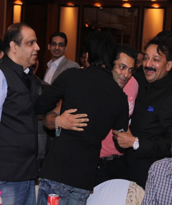 Salman Khan and Shah Rukh Khan hugged it out at an Eid bash