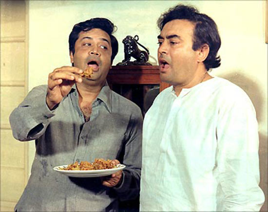 Deven Varma with Sanjeev Kumar in Angoor